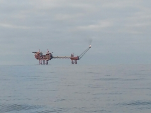 oil-rig-in-a-calm